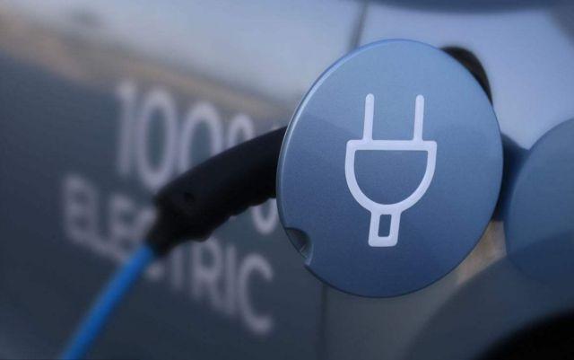 新疆已建成1668个电动汽车充电桩